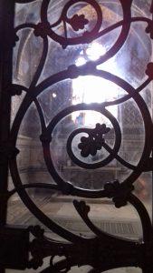 L'attribut alt de cette image est vide, son nom de fichier est grille-chapelle-Luynes-1-169x300.jpg.