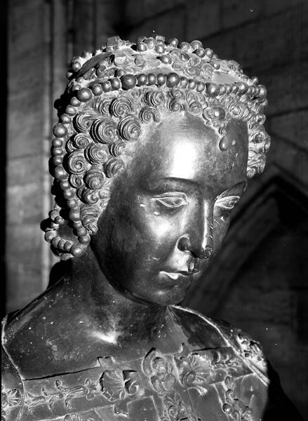 L'attribut alt de cette image est vide, son nom de fichier est G-catherine-de-Médicis-reine-1519-1589.png.