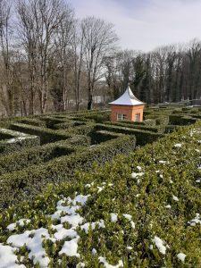 L'attribut alt de cette image est vide, son nom de fichier est Breteuil-neige-labyrinthe-225x300.jpg.